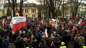 """12-12-2015 15:41 """"Obywatele dla demokracji"""". Manifestacja w sprawie Trybunału Konstytucyjnego"""