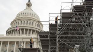USA: Przygotowania do przekazania władzy. Obok Kapitolu powstaje ogromna platforma
