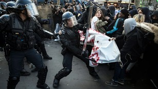 Francja: Wściekli licealiści na ulicach