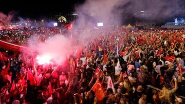 16-07-2017 06:32 Rocznica puczu w Turcji. Erdogan deklaruje gotowość przywrócenia kary śmierci. Polski MSZ podkreśla solidarność i przyjaźń z Turcją