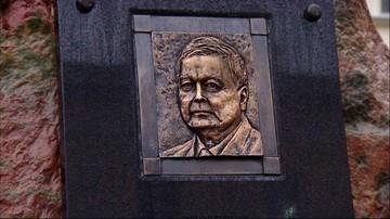 Ktoś podmienił podobiznę Lecha Kaczyńskiego