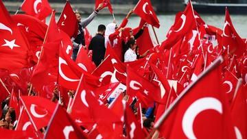 02-08-2016 20:15 Czystki Erdogana w środowisku sportowym. Zwolniono sędziów piłkarskich i działaczy związku piłki nożnej