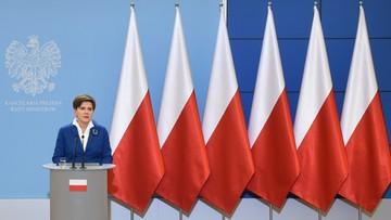 24-11-2015 16:35 Polskie flagi tłem konferencji. Unijnych już nie będzie
