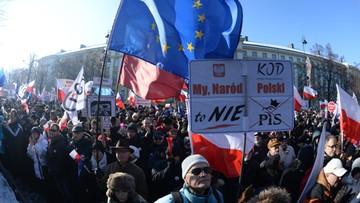 """23-01-2016 14:53 Manifestacje KOD w całym kraju.  """"Nie jesteśmy rewolucjonistami"""""""