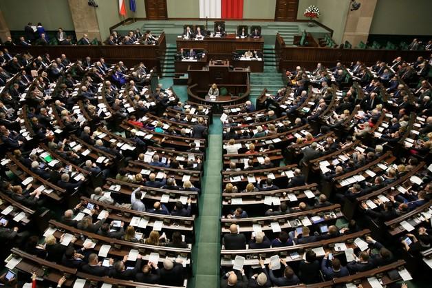 Sejm: ograniczenie klauzuli sumienia - zgodne z konstytucją