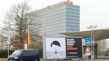 """""""W ciągu dwóch godzin trzy kontrole policji"""". Billboard """"Death Camps Were Nazi German"""" w Niemczech i Brukseli"""