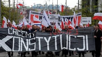 """03-05-2016 15:38 """"Chcemy nowej konstytucji"""". Zwolennicy zmiany ustawy zasadniczej demonstrowali w Kielcach"""