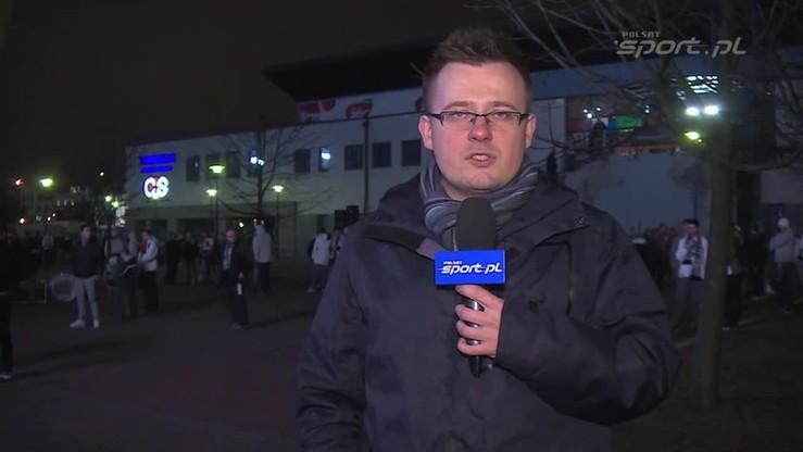 Kibice Legii na przekór zakazom: śpiewają pod stadionem!