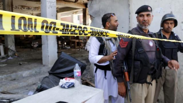 Pakistan: rzucał granatami w tłum. Krwawy zamach przed budynkiem sądu