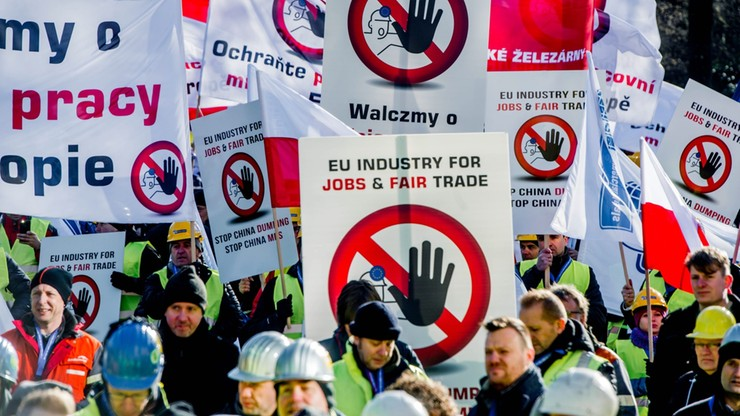 """Europejski przemysł przeciw Chinom. """"Przyznanie im statusu gospodarki rynkowej to licencja na dumping"""""""