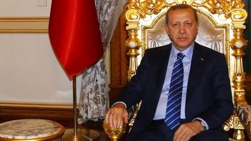 02-03-2017 16:15 Erdogan: stan wyjątkowy potrwa do czasu aż zapanuje spokój