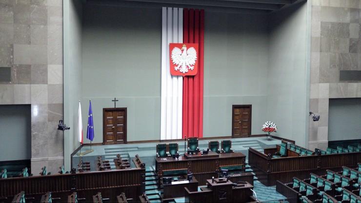 54 proc. Polaków uważa, że sprawy w kraju idą w złym kierunku