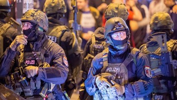 """""""Największa od czasów wojny operacja policji"""". Blisko 500 policjantów rannych po zamieszkach w Hamburgu"""
