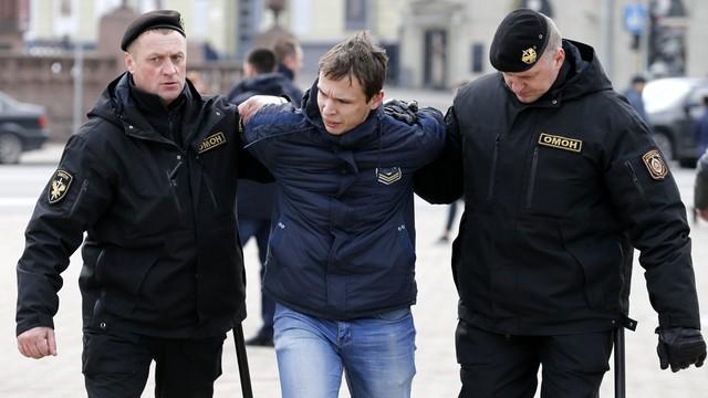 Białoruś: zatrzymania uczestników protestów solidarnościowych