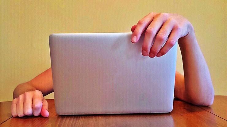 Przesiadujesz w sieci - grożą Ci zaburzenia żywienia i niska samoocena
