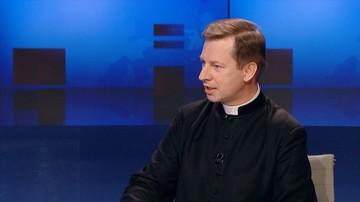"""16-06-2017 10:01 """"Jezus ma twarz uchodźcy"""". Rzecznik Konferencji Episkopatu Polski o pomocy migrantom"""