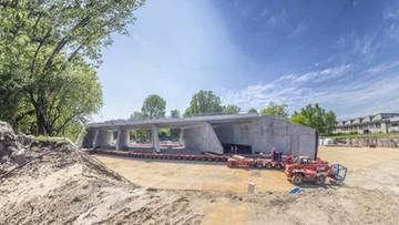 26-05-2016 15:41 Zamknięcie linii kolejowej Warszawa-Gdańsk. Skomplikowana operacja umieszczenia tunelu na budowie Trasy Świętokrzyskiej