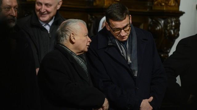Wszystko zostaje w rodzinie. Kaczyński i Morawiecki są spokrewnieni!