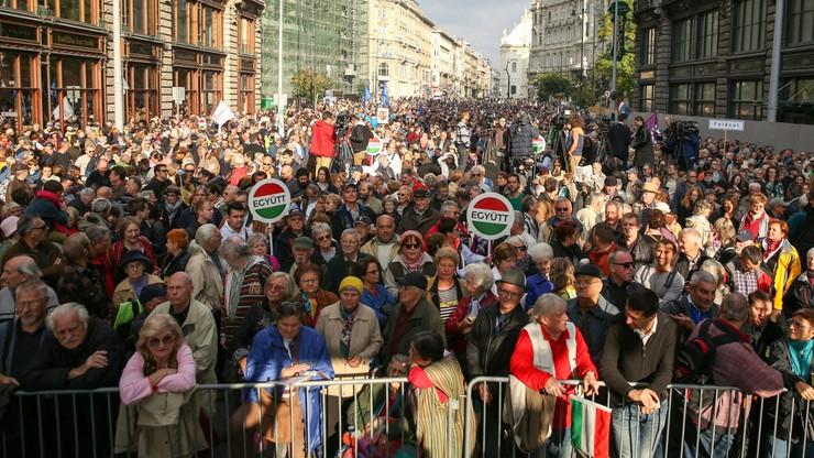 Opozycyjny wiec w Budapeszcie. Protestowano przeciwko korupcji i ograniczaniu wolności