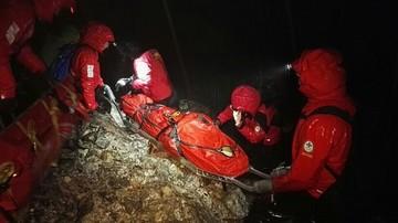 Nocna akcja ratowników TOPR. Poszkodowaną wyciągano na noszach z jaskini