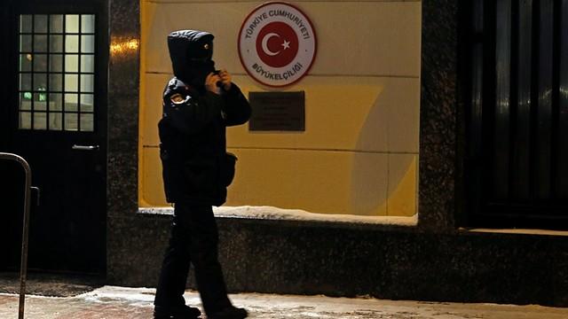 Turcja: Zatrzymano mężczyznę, który strzelał w powietrze przed ambasadą USA