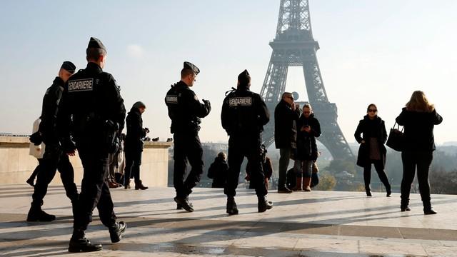 2 tysiące policyjnych obław, 210 zatrzymań po zamachach w Paryżu