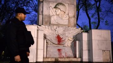 13-11-2015 14:46 Pomnik Armii Czerwonej oblany farbą. Rosyjskie MSZ oburzone