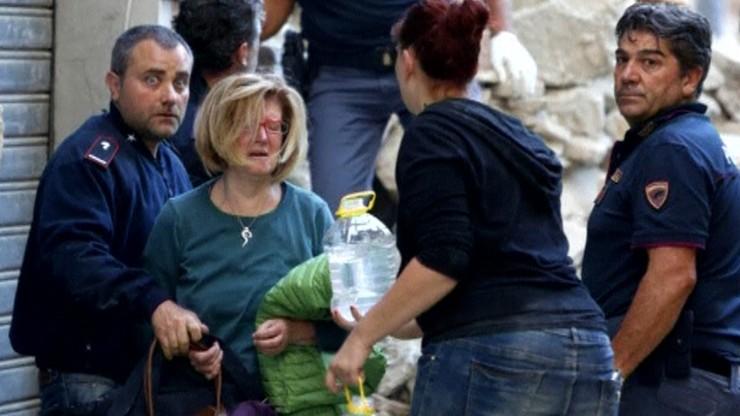 Relacje świadków trzęsienia ziemi: spod gruzów słychać głosy