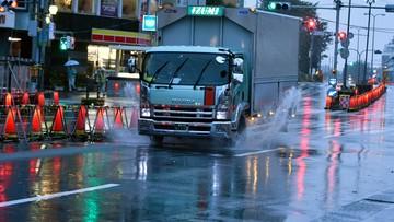 2017-10-23 Tajfun Lan przeszedł nad Tokio. Co najmniej dwie ofiary żywiołu