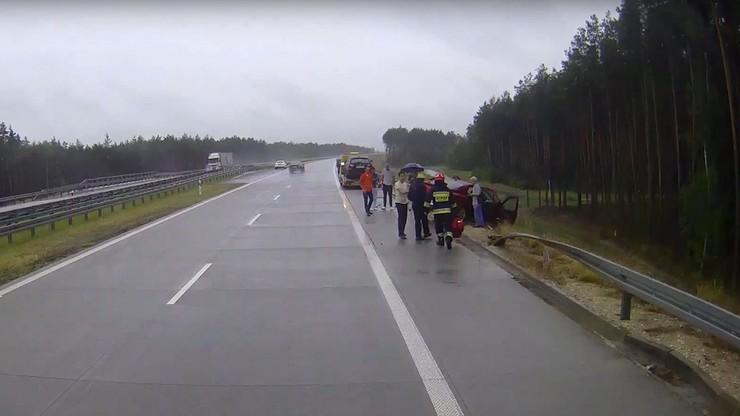 2017-06-10 Wypadek na S8. Śmierć kierowcy z powiatu wałbrzyskiego. Pięciogodzinna akcja strażaków