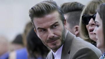 2017-03-22 Syn Davida Beckhama pracuje… na zmywaku