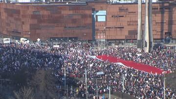 """28-02-2016 15:35 """"Polska murem za Wałęsą"""". Manifestacja KOD w Gdańsku"""