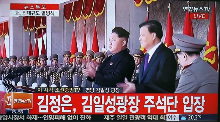 Kim Dzong Un podczas defilady: Korea jest gotowa na wojnę