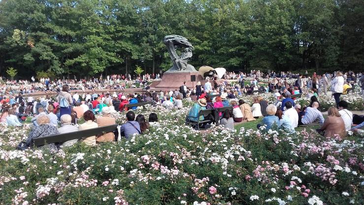 2016-09-18 Przedostatni koncert chopinowski w Łazienkach. Słońce i tłumy słuchaczy