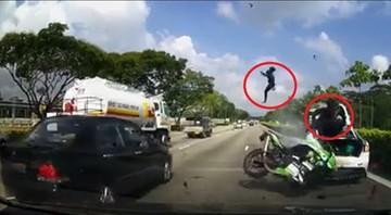 Motocykl wbił się w tył samochodu. Makabryczny wypadek w Singapurze