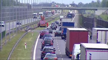 2017-05-29 Koniec blokady pasa autostrady A2 w stronę Warszawy. Kolizja 4 aut przy MOP Baranów