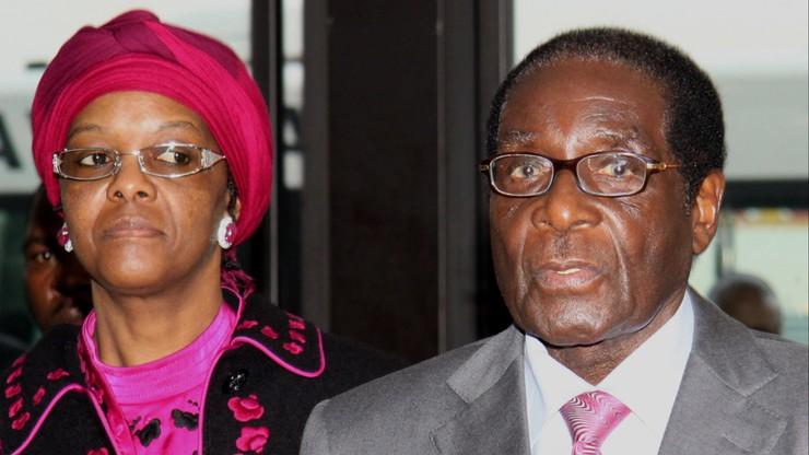 """Pierwsza dama Zimbabwe wróciła do kraju. """"Nie wiemy skąd pochodzą zarzuty o napaść na modelkę"""""""