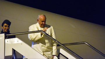 """26-11-2017 22:15 Papież wyruszył w podróż na """"peryferie świata"""". Franciszek odwiedzi Birmę i Bangladesz"""