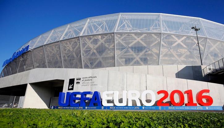Euro 2016: Mecze odbędą się bez kibiców?