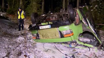 10-01-2016 20:45 Kilkunastu rannych. Wypadek busa na drodze do Łysej Polany