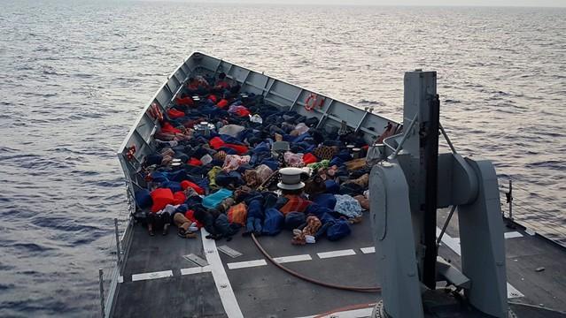 Holenderski okręt uratował prawie 200 migrantów na Morzu Śródziemnym