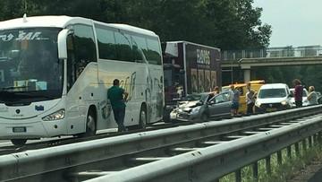 26-06-2017 11:20 Poważny wypadek na autostradzie, a kierowcy... kręcą filmy. Policja wystawiła 28 mandatów