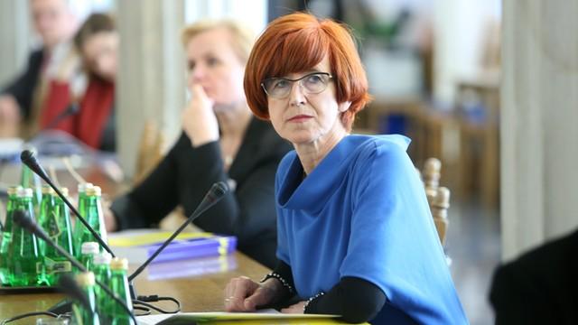 """Rafalska: Niepokoi, że niektóre samorządy nie rozpoczęły wypłat """"Rodzina 500 plus"""""""