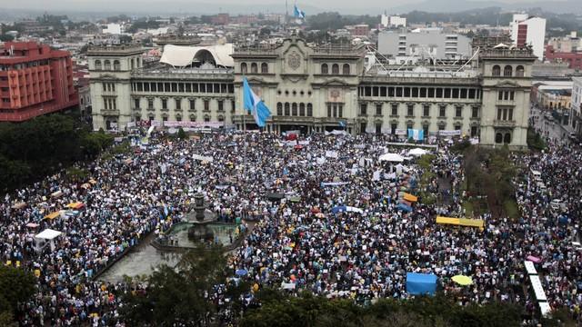 Gwatemala: protesty przeciwko korupcji i żądania dymisji prezydenta
