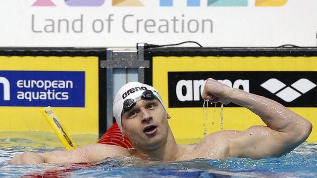 Kawęcki mistrzem Europy w pływaniu stylem grzbietowym