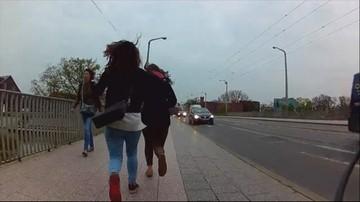 21-04-2016 19:09 Brawurowe zatrzymanie we Wrocławiu. Rowerzysta dogonił złodziejki