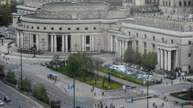 Warszawa: adwokat zamieszany w aferę reprywatyzacyjną zawiesza swoją funkcję w Okręgowej Radzie Adwokackiej