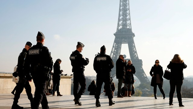 Paryż: terroryści testują francuskie służby?