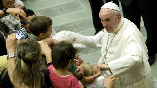 Papież: wybrano dwie rodziny uchodźców, które zamieszkają w Watykanie