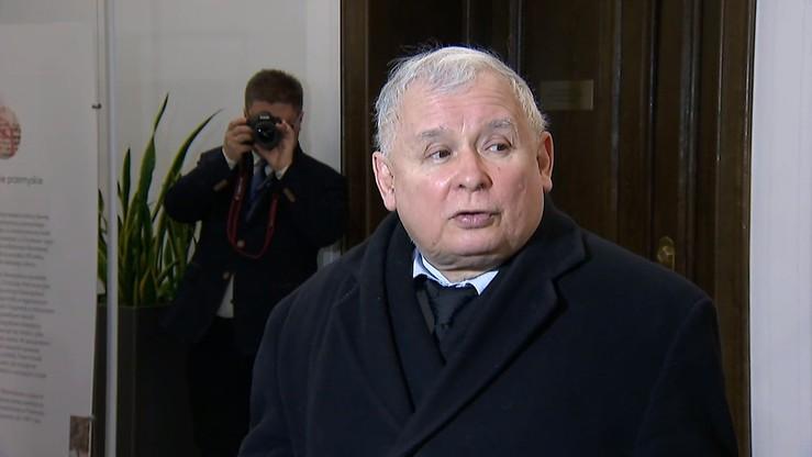 """Plakaty z Kaczyńskim i napisem """"będziesz siedział bandyto"""". Wszczęto postępowanie"""